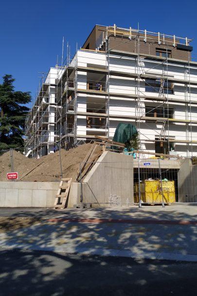 Rezidence Červený dvůr podle našeho návrhu a projektu v pražských Malešicích je téměř hotová
