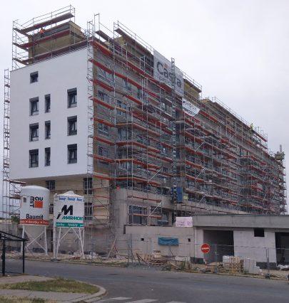Výstavba energeticky pasivního bytového domu Zelená Libuš s 66 byty podle našeho návrhu a projektu je v plném proudu