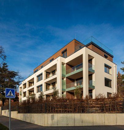 Rezidence Červený dvůr v pražských Malešicích podle našeho návrhu a projektu je hotová