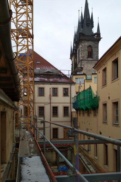 Na Staroměstském náměstí probíhá citlivá transformace osmi historických domů na nejočekávanější pražský hotel podle našeho návrhu