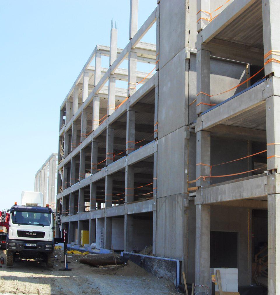 Navrhli jsme efektivní rozšíření výrobního a distribučního areálu společnosti La Lorraine v Kladně