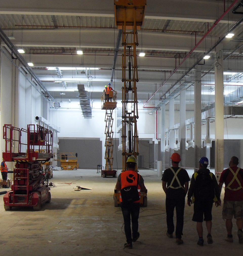 Výstavba námi navrženého rozšíření výrobního a distribučního areálu společnosti La Lorraine v Kladně pokračuje podle plánu