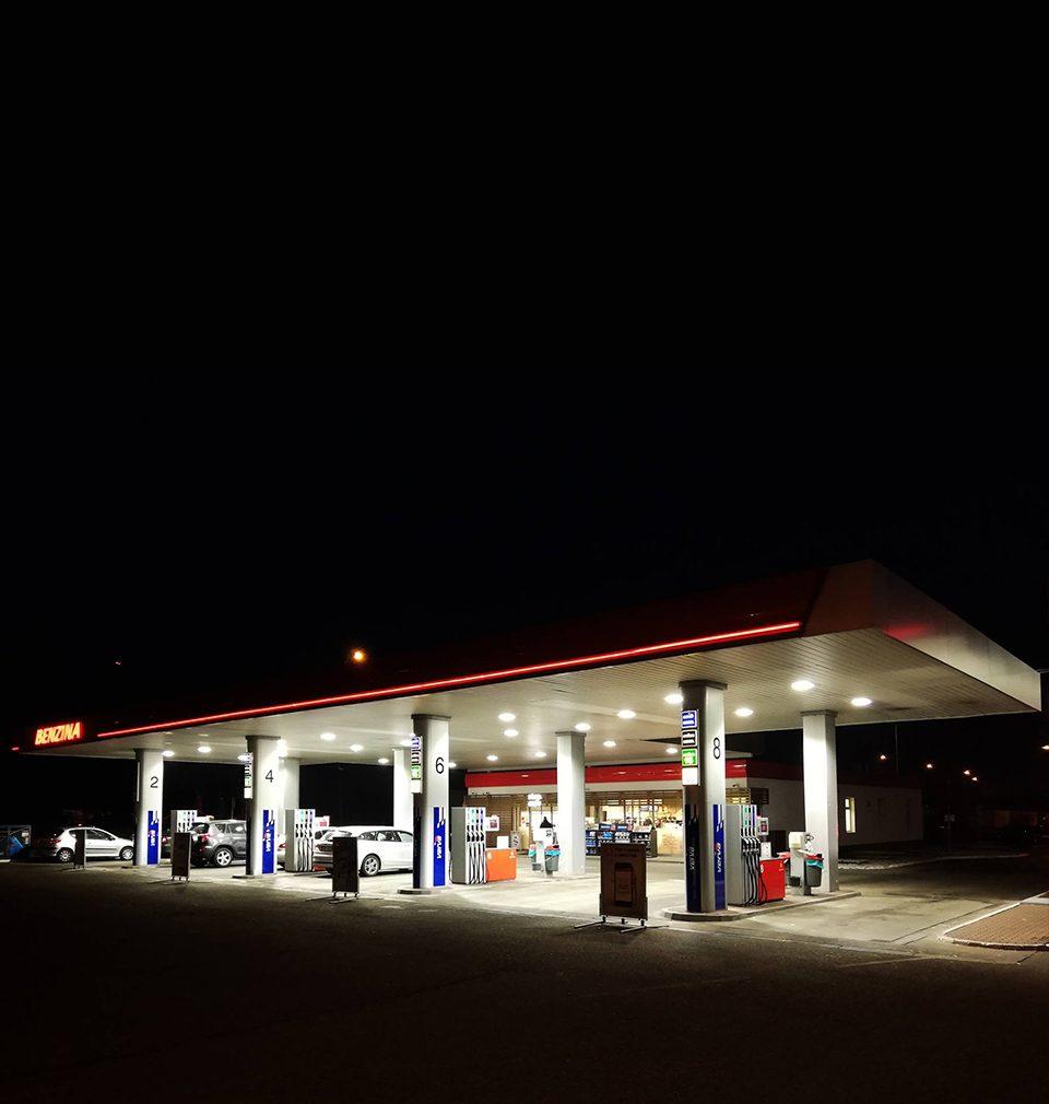 Od roku 2017 jsme navrhli a projektovali více než 70 faceliftů čerpacích stanic Benzina po celé České republice