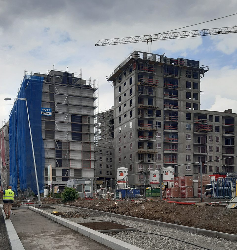 Výstavba rezidenční čtvrti Na pražském Vackově podle našeho návrhu a projektu pokračuje podle plánu