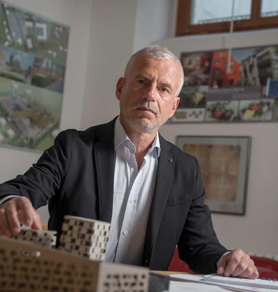 """""""Ještě stále probíhající pandemie by mohla být impulsem kpozitivním změnám jak vsamotné architektuře, tak ivcelé společnosti,"""" říká Michal Šourek"""