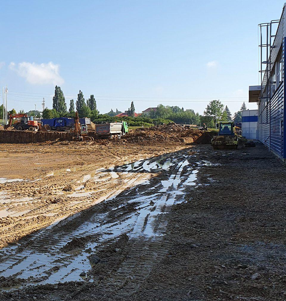 Byla zahájena výstavba nové klempírny ve výrobním areálu spolčnosti Carrier podle našeho návrhu