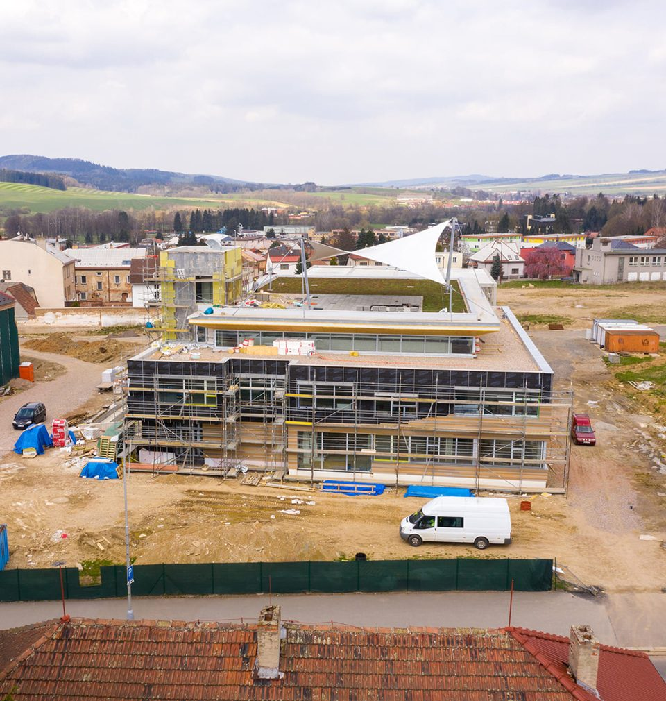 Průmyslový brownfield Perla 01 v Ústí nad Orlicí se krok po kroku mění na kvalitní veřejný prostor
